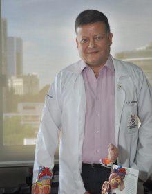 cardiologia y angioplastia en hospital herrera llerandi guatemala