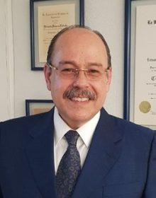 Dr. Estuardo Behrens